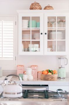 Top 10 Cottage Style home Decor Finds - Love and Specs Farmhouse Kitchen Island, Cottage Farmhouse, Kitchen Islands, Layout Design, Design Ideas, Best Kitchen Design, Kitchen Designs, Kitchen Ideas, Ikea