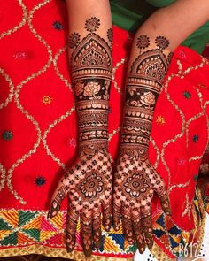 Explore latest Mehndi Designs images in 2019 on Happy Shappy. Mehendi design is also known as the heena design or henna patterns worldwide. We are here with the best mehndi designs images from worldwide. Indian Mehendi, Indian Mehndi Designs, Mehndi Designs 2018, Mehndi Designs For Hands, Henna Tattoo Designs, Bridal Mehndi Designs, Latest Mehndi Design Images, Heena Design, Mahendi Design