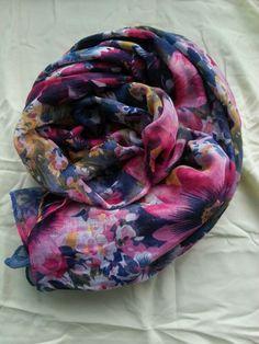 Veel leuke print sjaaltjes. Verkrijgbaar bij fb/Moslima