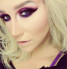 Keshas eye makeup Iove it but I would recreate it with less wing Kesha Makeup, Makeup On Fleek, Eye Makeup, Hair Makeup, Pretty Makeup, Makeup Looks, Kesha Animal, Star Fashion, Fashion Beauty