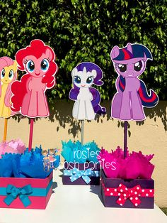My Little Pony Birthday Party Centerpiece Favors Guest Table Invitaciones My Little Pony, Cumple My Little Pony, My Little Pony Birthday Party, Fourth Birthday, Birthday Party Celebration, 6th Birthday Parties, My Little Pony Decorations, Rarity Pony, Birthday Party Centerpieces