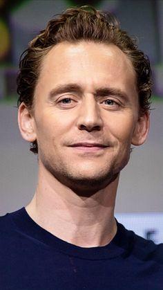 "zorped: ""hiddleshoneybunny: ""lolawashere: ""Tom Hiddleston at the San Diego Comic-Con 2017, my edit. "" Uni Tom. "" AAAAAUUUUUGH """
