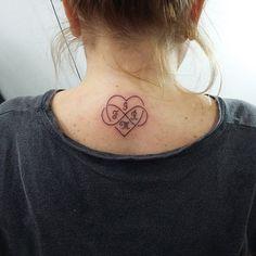 Coração,  infinito e iniciais de nomes.  Tattoo pela Promoção Dia das Mães…