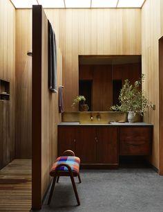 Maison rétro à San Francisco | MilK decoration Residential Architecture, Architecture Design, San Francisco, Walk In Robe, Frank Lloyd Wright, Organic Modern, Retro, Corner Desk, House