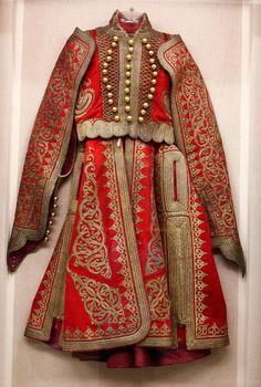 National History Museum: military and regional costumes Greek Traditional Dress, Traditional Outfits, Historical Costume, Historical Clothing, Ballet Russe, Ethnic Fashion, Womens Fashion, Folk Clothing, Folk Costume