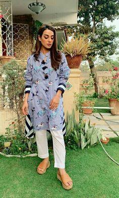 Iqra Aziz and Farhan Saeed on the Set of Drama Suno Chanda 2 Simple Pakistani Dresses, Pakistani Fashion Casual, Pakistani Dress Design, Pakistani Outfits, Indian Outfits, Indian Fashion, Women's Fashion, Designer Formal Dresses, Indian Designer Outfits