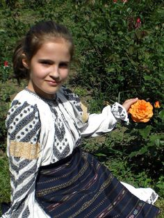 ..from great - great - grandmother.. Gorj, Oltenia, south-west Romania Folk Costume, Costumes, Romanian Girls, City People, Folk Clothing, Textiles, Culture, Traditional, Popular