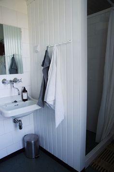 Vintage living: kylpyhuone Bathroom Hooks, Cabinet, Storage, Vintage, Furniture, Home Decor, Clothes Stand, Purse Storage, Decoration Home