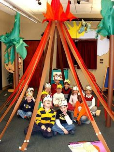 Program What a fun idea for a reading 'tent' or 'cave'! (photo only)What a fun idea for a reading 'tent' or 'cave'! School Displays, Library Displays, Classroom Displays, Classroom Themes, Dinosaur Classroom, Dinosaur Party, Dinosaur Birthday, Dinosaur Dinosaur, Dinosaur Activities