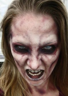 Want to be a zombie for Halloween? Get inspired with these zombie makeup DIYs. Maquillage Halloween Zombie, Halloween Zombie Makeup, Halloween Kostüm, Halloween Costumes, Scary Makeup, Sfx Makeup, Contour Makeup, Costume Makeup, Makeup Kit