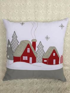 Discover recipes, home ideas, style inspiration and other ideas to try. Applique Pillows, Sewing Pillows, Diy Pillows, Applique Quilts, Christmas Cushions, Christmas Pillow, Felt Christmas, Christmas Quilting, Christmas Sewing Projects