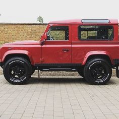 Turn heads & be #AntiOrdinary @romansinternational -  #TwistedDefender #Stock #Defender #Red #LandRover #Style #Premium #Colour #4x4 #LandRoverDefender #Lifestyle #Modified #Handmade #Handcrafted #Customised #Details #BestOfBritish #Iconic #ModernClassic