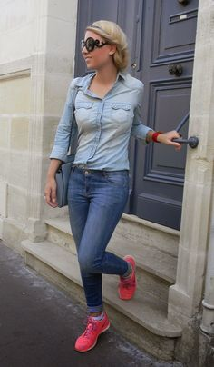 The combo of a light blue button down blouse and blue skinny jeans makes this a solid casual look. Finish this outfit with a pair of hot pink low top sneakers for a truly modern on and off-duty mix. Blue Sneakers Outfit, Neon Sneakers, Sneaker Outfits, Fashion Pants, Fashion Outfits, Womens Fashion, Blue Skinny Jeans, Fashion 2020, Daily Fashion
