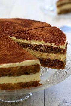 Et si on faisait le tiramisu comme un gâteau? Avec une bonne génoise maison! Plus chic qu'avec des boudoirs non? #gâteau #tiramisu
