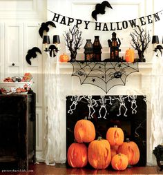 @Jackie Gregory Designing {Ashley Phipps} created a spooky #Halloween mantel! #spookyspaces