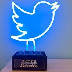 """Twitter: Troféu Bandas Rock in Rio 2015  Para o festival Rock in Rio 2015, o Twitter criou o troféu """"Melhor Conta no Twitter"""" com o objetivo de premiar as bandas que fizerem o microblog bombar na rede! http://sigasigo.blogspot.com.br/2015/09/twitter-trofeu-bandas-rock-in-rio-2015.html #RockinRio"""
