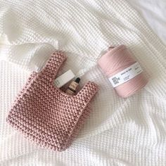 WRIST BAG love this awesome dusty rose❤️❤️❤️ woolandthegang shareyourknits dustyrose knitbags 手作 棒针 Crochet Motifs, Crochet Tote, Crochet Handbags, Crochet Purses, Love Crochet, Bead Crochet, Crochet Crafts, Crochet Yarn, Crochet Projects