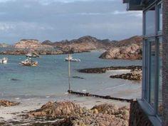 Fährterminal und Café in Fionnphort (Das Geheimnis der schottischen Insel)