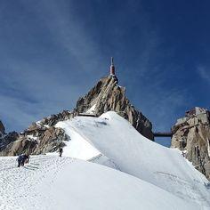 L'Aiguille du midi à Chamonix en France : wow!  #voyagevoyage #paysage #destination #france #chamonix #aventure #montagne #alpes #voyage #blogvoyage #instatravel