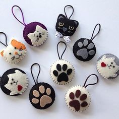 felt fabric crafts DIY Japanese Folk Art Mobile Strap Fabric kit Can make 4 kitten --- Japanese Craft Kit (Just use gl to sell ideas handmade Felt Crafts Diy, Cat Crafts, Crafts To Sell, Fabric Crafts, Sewing Crafts, Paper Crafts, Felt Christmas Ornaments, Christmas Crafts, Christmas Fabric