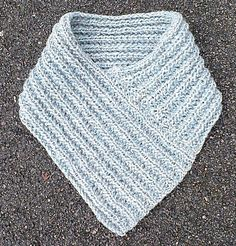 Attached picture Source by lenamarianyberg Easy Knitting, Loom Knitting, Learn To Crochet, Diy Crochet, Shawl Patterns, Sewing Patterns, Easy Yarn Crafts, Knitting Accessories, Drops Design
