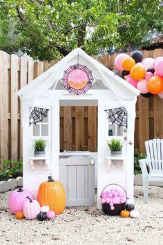Fun, not so spooky playhouse! Pink, orange and black Halloween color scheme. Halloween Porch Decorations, Halloween Trees, Halloween House, Holidays Halloween, Halloween Crafts, Pink Halloween, Halloween Birthday, Playhouse Decor, Halloween Tutorial