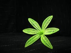 Wire Flowers, Flower Diy, Wire Art, Corsage, Decorative Items, Embellishments, Plant Leaves, Creativity, Home And Garden