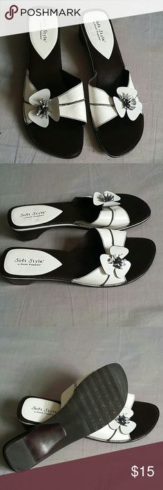 Soft Style Sandals Brown/White 11 M Slides Item is in a good condition, NO PETS AND SMOKE FREE HOME. soft style Shoes Sandals