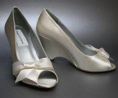 Capture the look of modernity with the sleek lines featured on these shoes.  (www.elliewren.com) #customweddingshoes #ivoryweddingshoes #modernweddingshoes