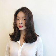 Korean Haircut Medium, Korean Short Hair, Asian Haircut, Medium Hair Cuts, Medium Hair Styles, Short Hair Styles, Korean Hairstyles Women, Ulzzang Hair, How To Curl Short Hair