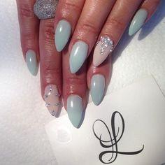 Soft mint stilleto nails