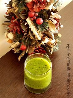 poza finala kiwi scris 2 Smoothies Verdes, Kiwi, Nutribullet, Bartender, Healthy Lifestyle, Cabbage, Food And Drink, Table Decorations, Vegetables