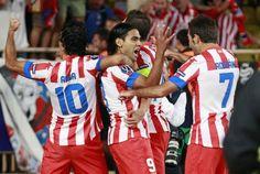Supercopa de Europa: Los jugadores del Atleti celebran un gol de Falcao