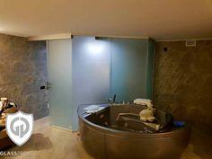 Pereți de interior. Folosiți pentru delimitarea holului de baie. #util #comod #glass #walls #home #interiordecor #homedecor #saintgobainglass #glassdesign #glasswalls #livingroomwalls Saint Gobain Glass, Glass Walls, Offices, Bathtub, Bathroom, Modern, Home Decor, Interiors, Standing Bath