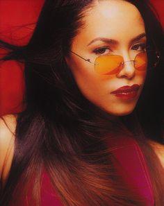 Rip Aaliyah, Aaliyah Style, Black Is Beautiful, Beautiful People, Beautiful Celebrities, Aaliyah Pictures, Hip Hop, Aaliyah Haughton, How To Pose