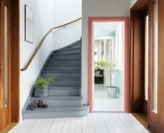 Mal den gamle trappen, den blir som ny for – Happy Homes Norge Painted Staircases, Painted Stairs, Hallway Inspiration, Traditional Design, Interior Design Living Room, Sweet Home, New Homes, House Design, Modern