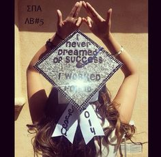 20 Grad Cap Designs Worth DIYing - Glitter and Bow Design with Worked Hard Quote Graduation 2016, Graduation Cap Designs, Graduation Cap Decoration, Nursing Graduation, High School Graduation, Graduation Pictures, Graduation Gifts, Graduation Outfits, Graduation Ideas