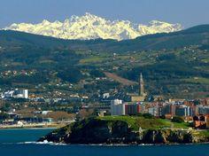 Gijón en primer plano con los Picos de Europa al fondo  http://ift.tt/2jG9q2R