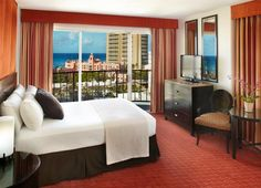 We do have very comfortable beds - but with views like this we don't think you'll spend very much time in them! #Waikiki #Hawaii #AquaHotels #AquaWaikikiWave