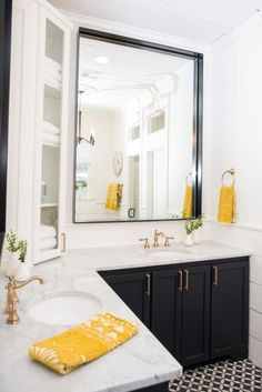A daring newlywed couple called on renovation miracle workers Chip and Joanna Gaines to completely transform this home. Corner Bathroom Vanity, White Bathroom, Master Bathroom, Bathroom Vanities, Charcoal Bathroom, Boho Bathroom, Bathroom Cabinets, Small Bathroom, Bathroom Lighting