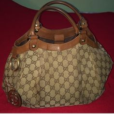 Authentic Gucci Sukey Beautifully 'used' Gucci! Has Gucci chain attached, does show signs of wear (see pics 2 & 3). I'm only reposhing bc I want the large sukey. Willing to trade & please make an offer. Gucci Bags