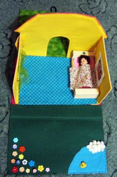 http://bright-mama.blogspot.com/2013/08/doll-house-in-the-folder.html?showComment=1375464101781#c9003446906985947412