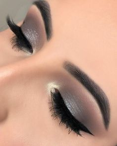 Pretty eyeshadow looks help your eyes looks majestic and has the power to transform your whole look. With pretty makeup looks for brown eyes, here are some ideas. Grey Eye Makeup, Best Eyebrow Makeup, Grey Eyeshadow, Smoky Eye Makeup, Best Eyebrow Products, Eyeshadow Makeup, Beauty Makeup, Makeup Tips, Makeup Ideas