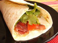 Wrap au pesto, coppa grillée et parmesan // Cette recette ne vous prendra pas beaucoup de temps à la réalisation et restera suuuuper savoureuse ==> http://www.ptitchef.com/recettes/autre/wraps-au-pesto-a-la-coppa-grillee-et-au-parmesan-fid-319529 #recette #cuisine #ptitchef #wrap #pesto #coppa #parmesan #recetterapide #recettefacile #rapide #facile #cook #cooking #recipe #food