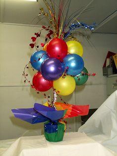 Balloon Arrangements, Balloon Centerpieces, Balloon Decorations, Graduation Party Planning, Gymnastics Party, Balloon Display, Elmo Party, Water Party, Helium Balloons