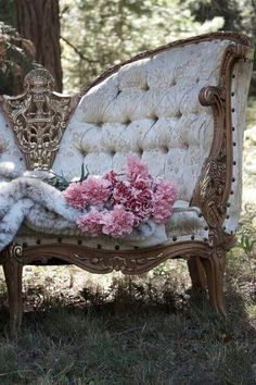 Antique sofa ---> I would never keep this sofa outside even though the photograph is made that way.