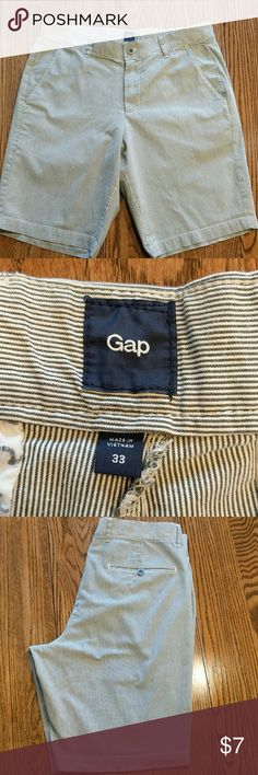 Mens summer shorts GUC. One tiny faint stain the back of one leg. GAP Shorts Flat Front