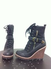 Sisters online sale - take 40% off these new JYL boots, size 8, pre-sale price $16.99