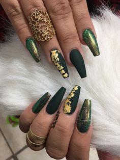 Green matte x fairy dust x gold leaf  ig @dallasalexiaxo #mattenails #coffinnails #greennails #mattegreen #glitternails