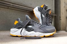 NIKE AIR HUARACHE (COOL GREY/ATOMIC MANGO). Are none of the Huaraches readily available?!?